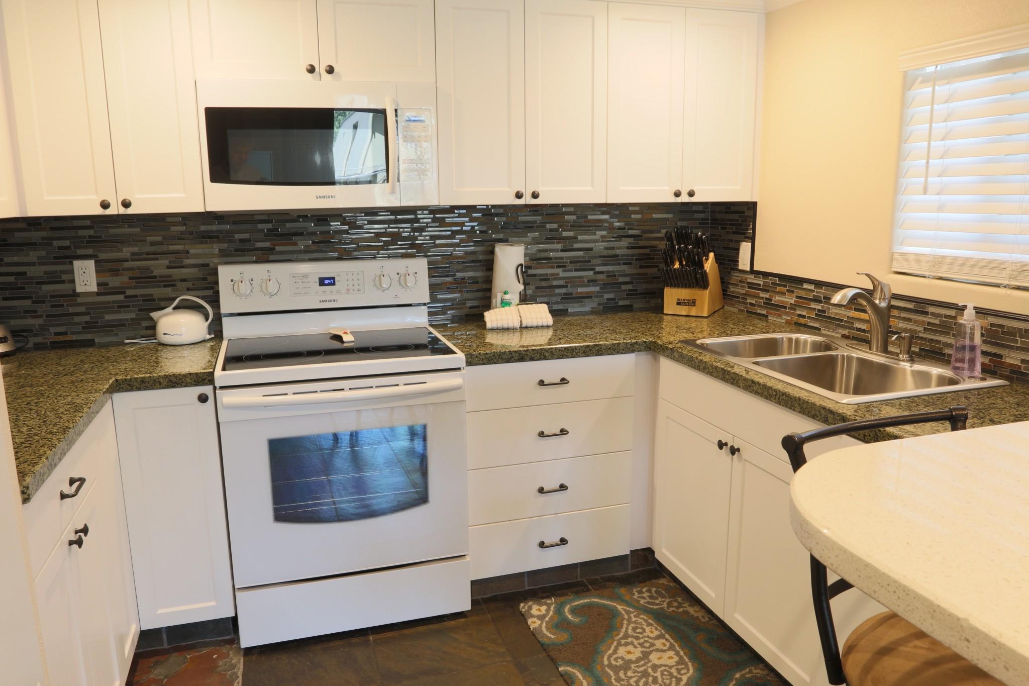 Krystal Villa East #220.kitchen